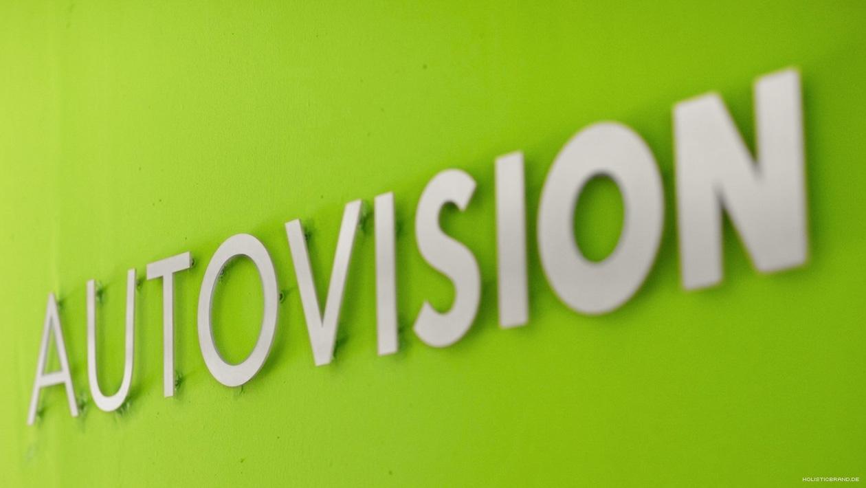 Fotografie des AutoVision-Logo als Wandmontage