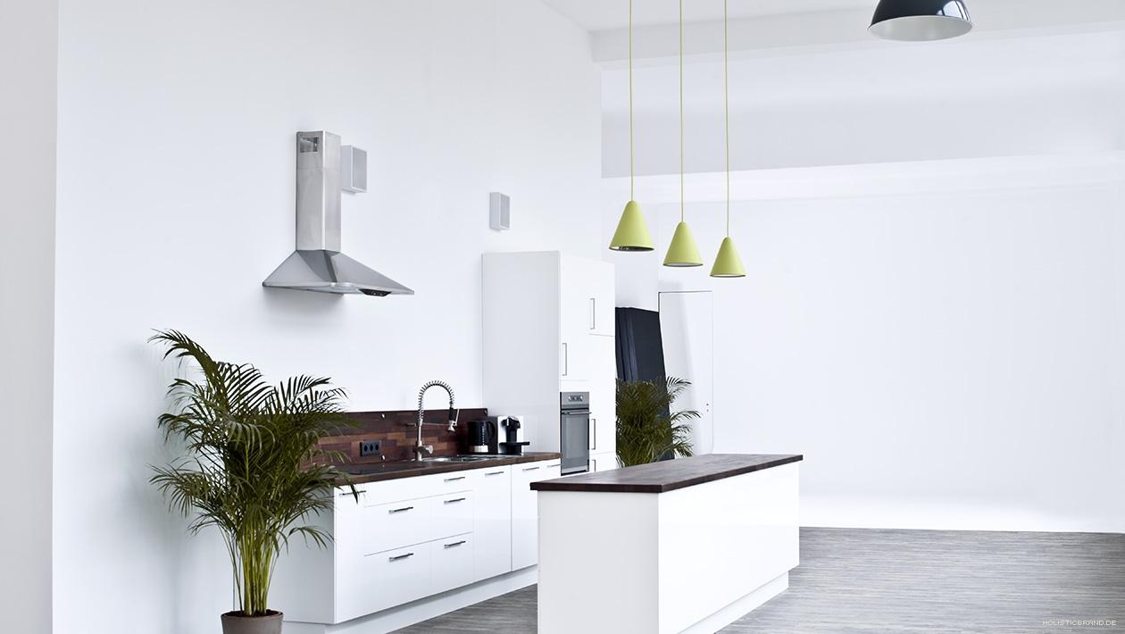 Fotografie eines Fotostudios mit Küchenzeile und Hohlkehle