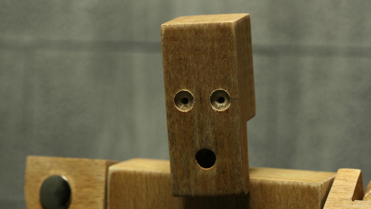 Standbild einer Stop-Motion-Puppe aus Holz